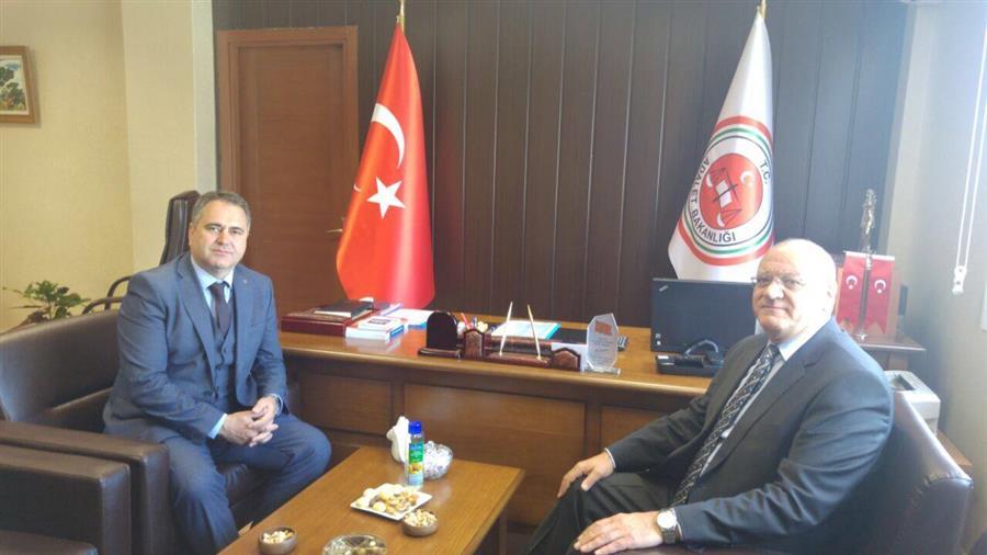 İzmir Barosu Başkanı Av. Aydın Özcan Bölge Adliye Mahkemesi Başkanı Turhan Eğlenoğlu'nu Ziyaret Etti