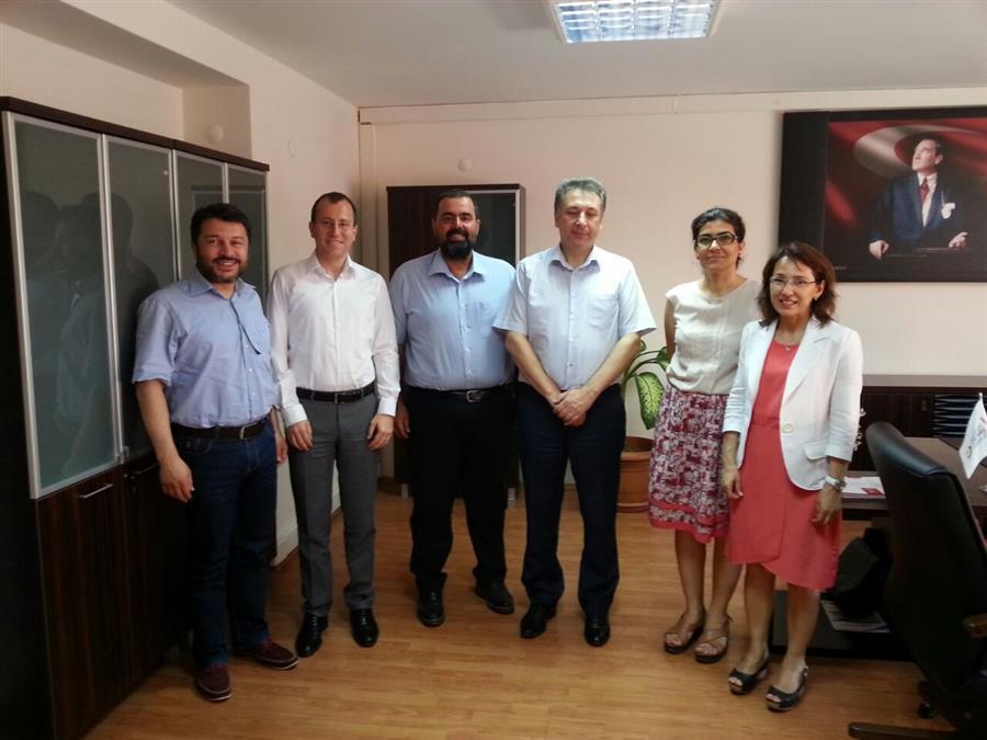 İzmir Barosu Göç ve İltica Komisyonu İzmir Valiliği İl Göç İdaresi Müdürlüğü'nü Ziyaret Etti