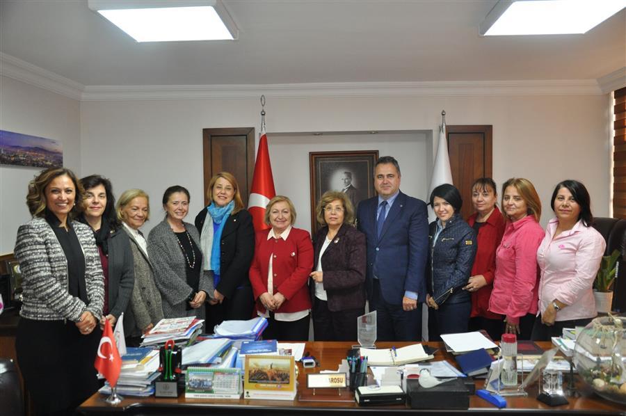 Kadın Haklarını Koruma Derneği'nden Baro Başkanımız Av. Aydın Özcan'a Plaket