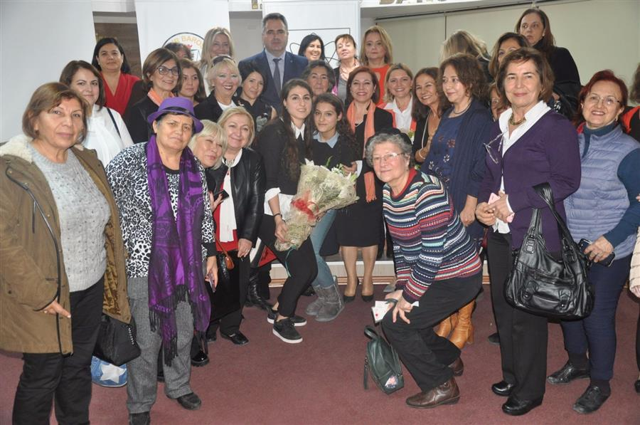 İzmir Barosu'nda Kadın, Yasalar ve Siyaset Konuşuldu