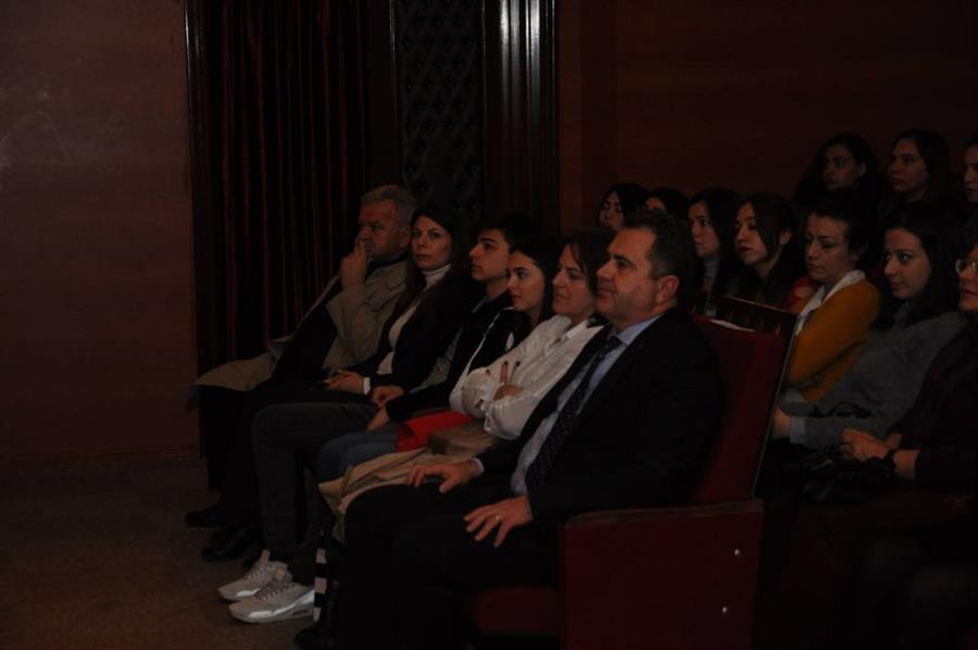 İzmir Barosu Tiyatro Topluluğu Sahnede Güç ve İktidarı Hicvetti