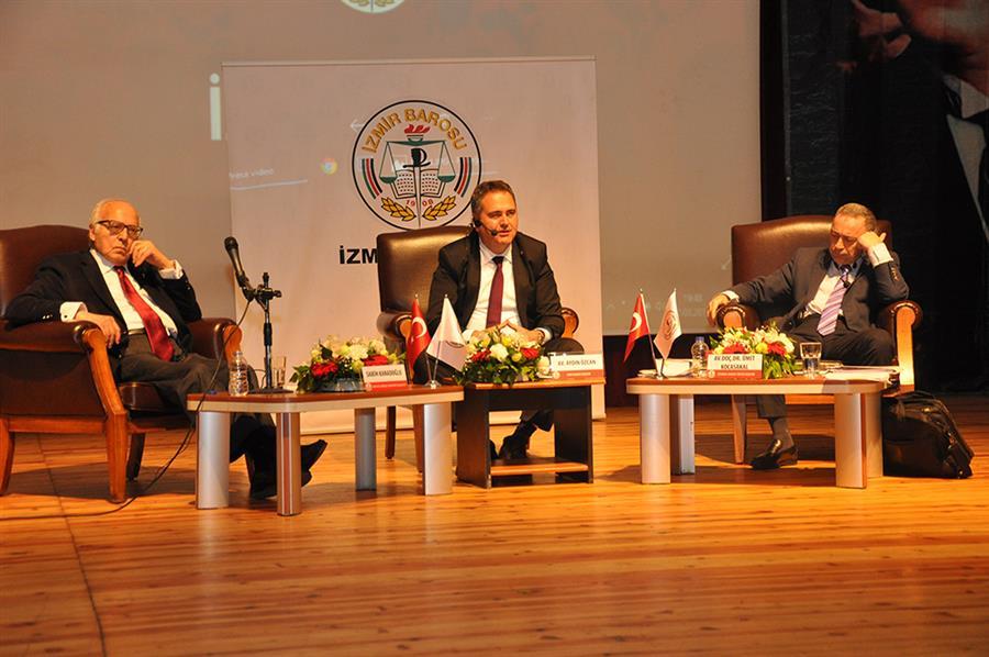 İzmir Barosu Anayasa Değişikliğini Konuştu