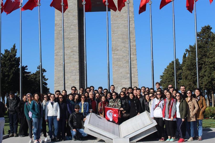 İzmir Barosu Stajyerleri Çanakkale Şehitliğini Ziyaret Etti