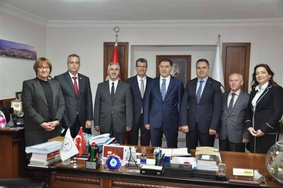 Ombudsman Şeref Malkoç ve Beraberindeki Heyet, İzmir Barosu'nu Ziyaret Etti.