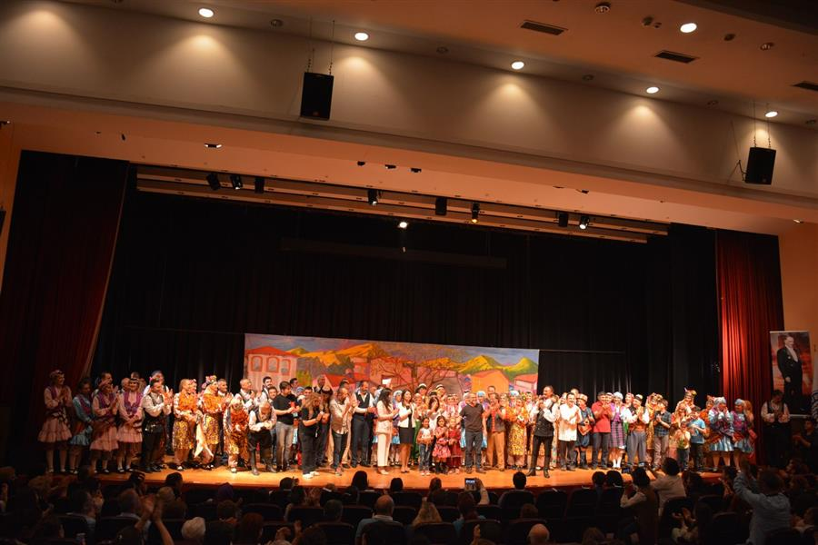 İzmir Barosu Halkoyunları Topluluğu 15. Gösterisi İle Sahnedeydi