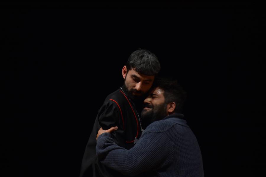 """İzmir Barosu Tiyatro Topluluğu Yeni Oyunu """"Fizikçiler""""i Sergiledi"""