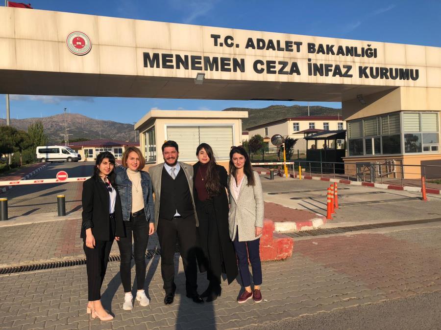 İzmir Barosu Cezaevi Komisyonu Menemen ve Şakran Cezaevleri ile Bu Cezaevlerinden Sorumlu Cezaevi Savcısı Murat Kayançiçek'i Ziyaret Etti