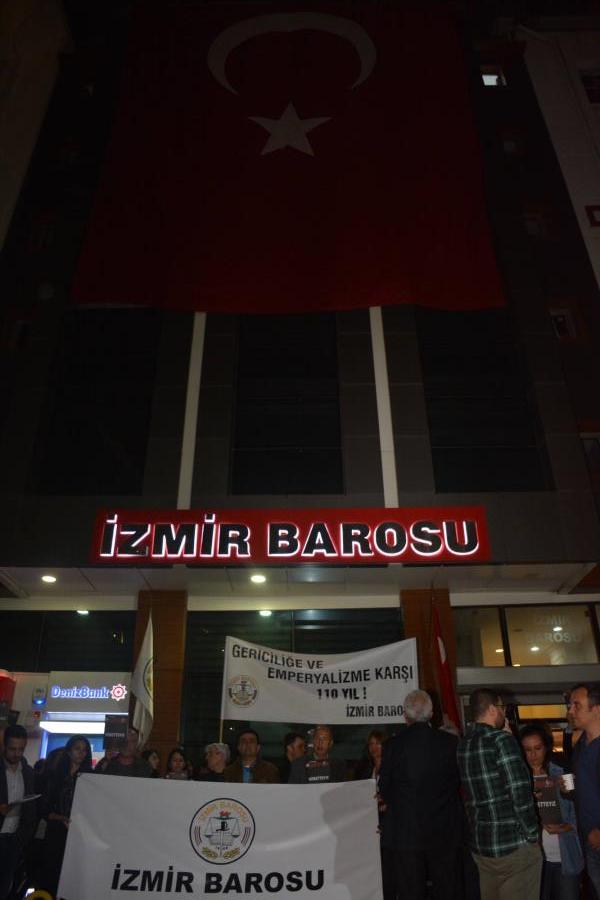 İzmir Barosu Demokrasi Nöbeti Başlattı