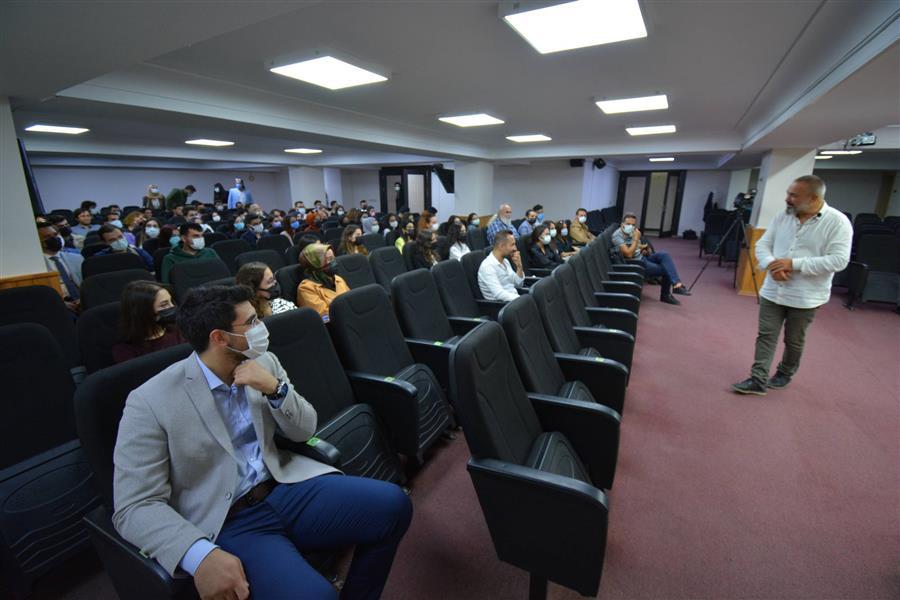 İzmir Barosu Başkanı Av. Özkan Yücel, Staj Sürecine İlişkin Sorularını Yanıtlamak ve Görüşlerini Almak Üzere Stajyerlerle Buluştu