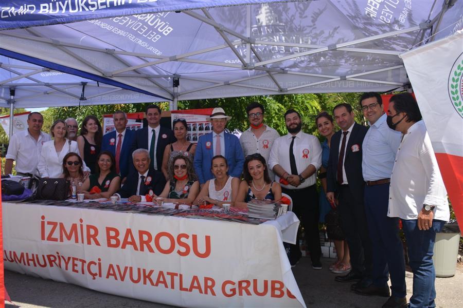 İzmir Barosu Genel Kurulu Avukat Özkan Yücel'i Yeniden Baro Başkanı Seçti